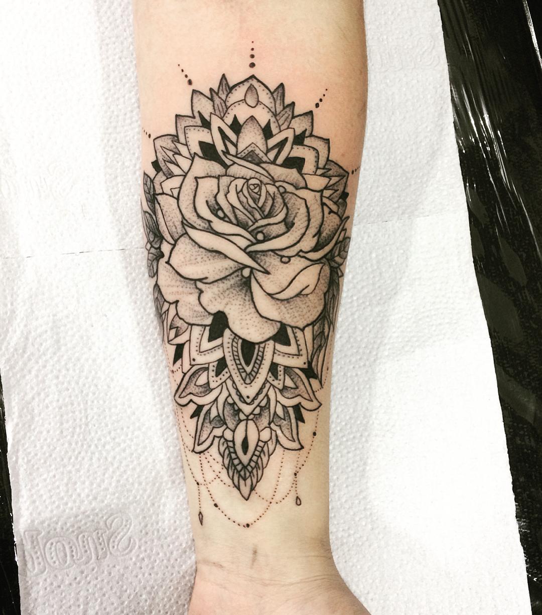 刁小姐小臂玫瑰梵花纹身图案